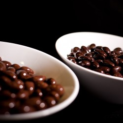 Pralino brillant bonbon au chocolat noir et lait